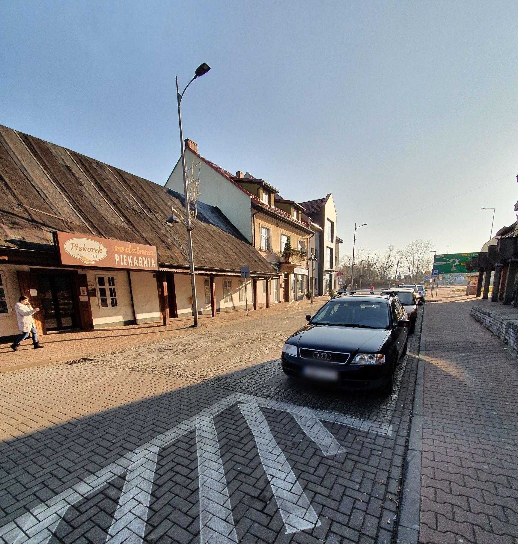 Parkowanie na ulicy Rynek w Andrychowie