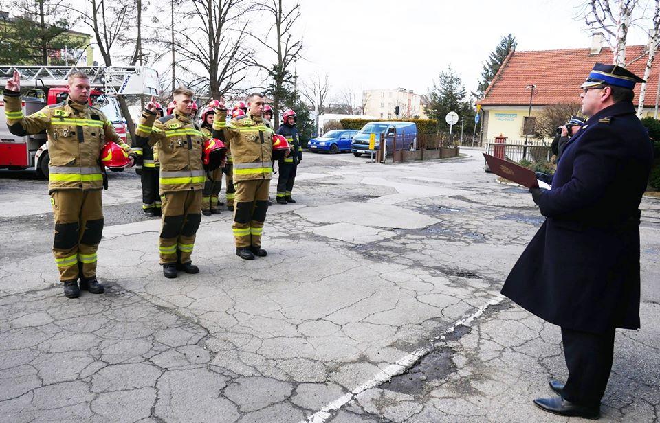 Nowi strażacy zawodowi złożyli ślubowanie