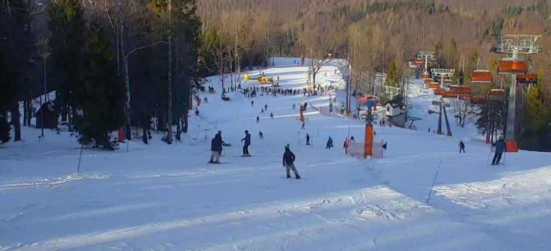Śmigłowiec ratowniczy na stoku narciarskim [FOTO]