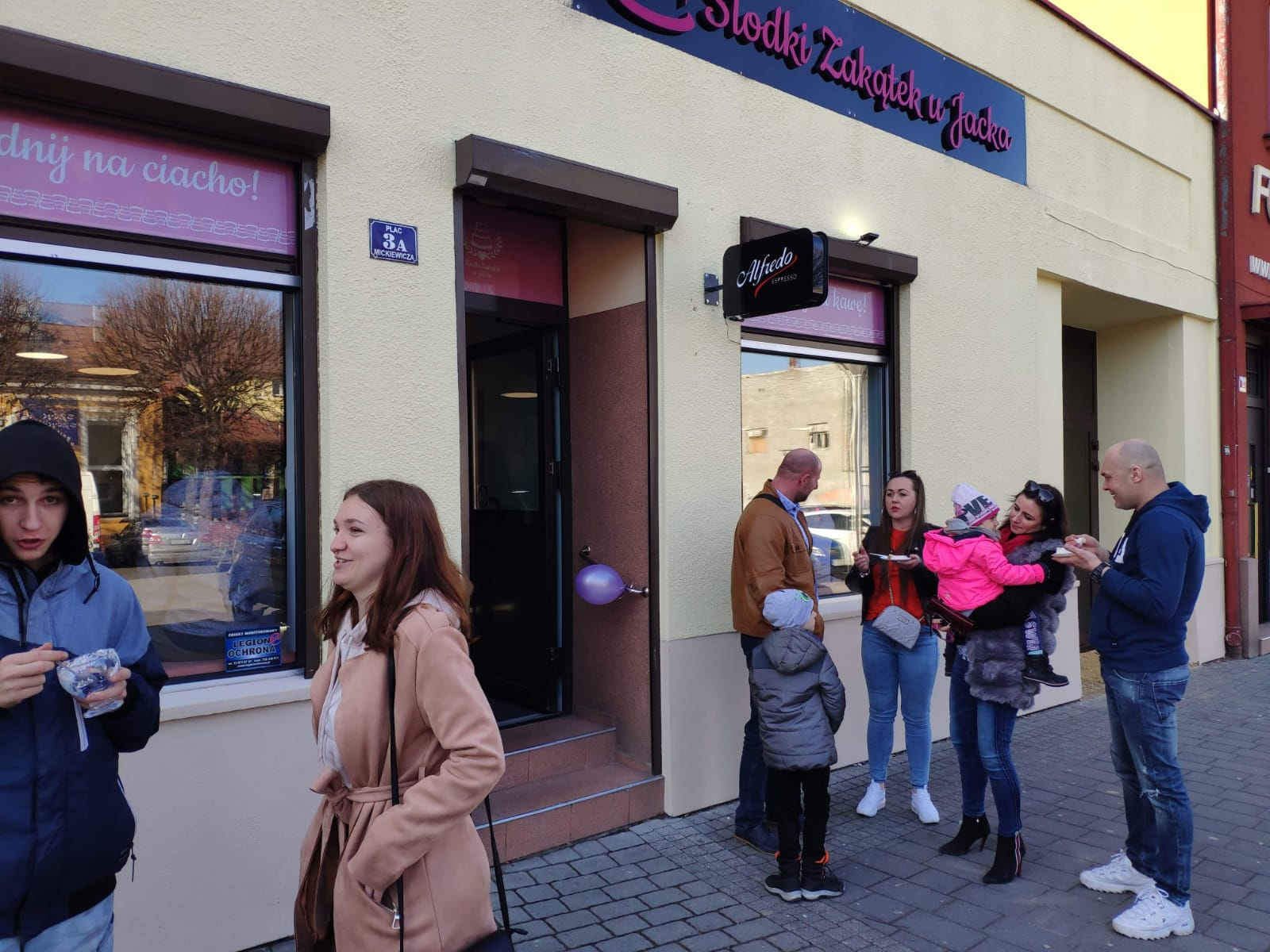 Jacek Stuglik, uczestnik programu Bake Off - Ale Ciacho, otworzył w Andrychowie nowy lokal