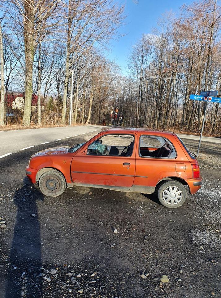 Porzucony samochód na pętli autobusowej. Czyja zguba?