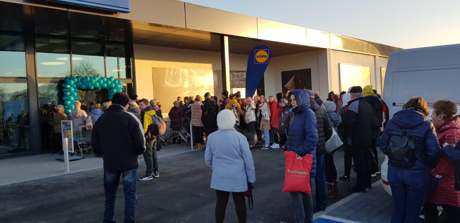 Nowy Lidl w Wadowicach już otwarty. W kolejce czekało na to mnóstwo mieszkańców [FOTO] [AKTUALIZACJA]