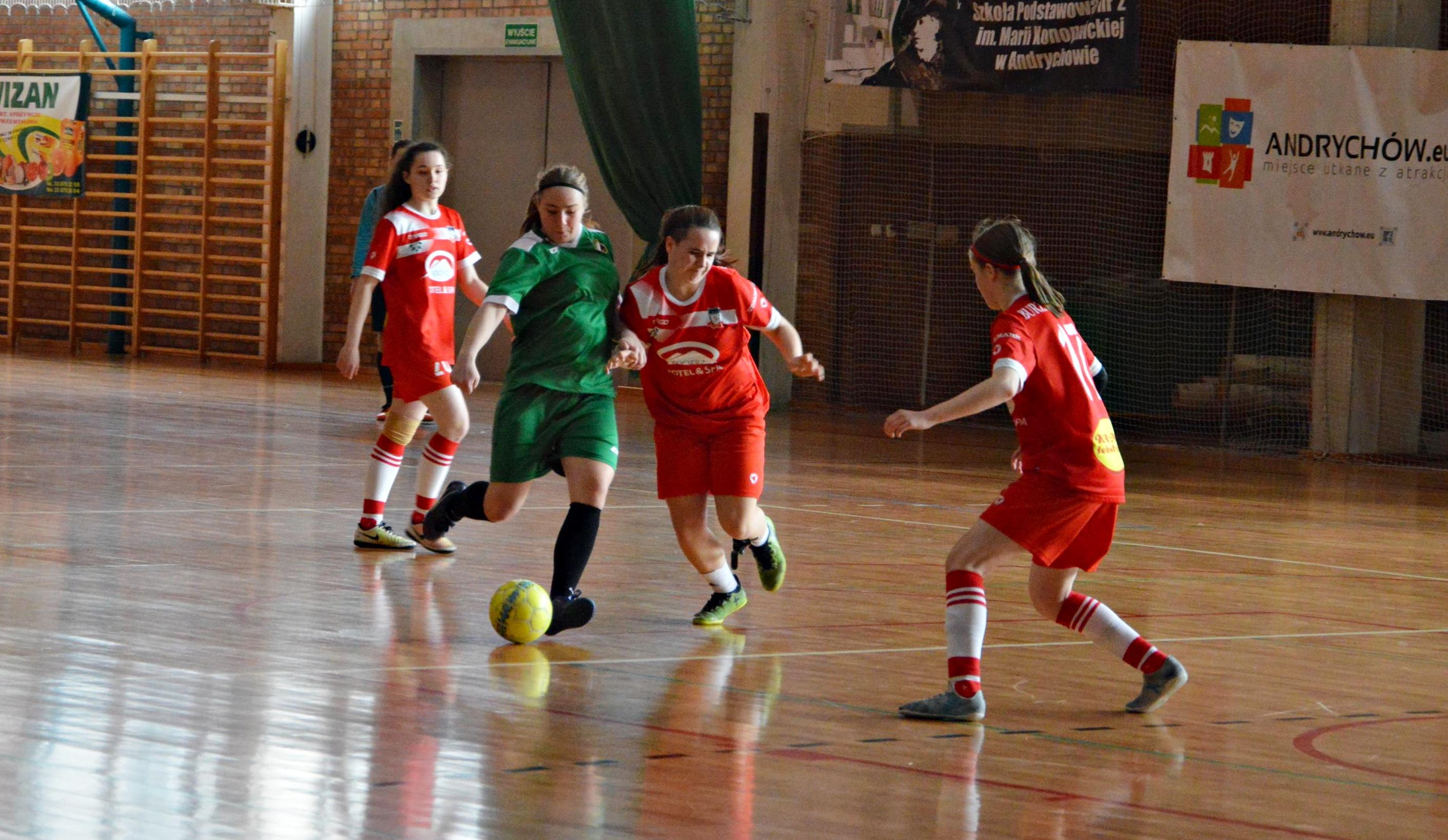 Turniej Piłki Nożnej Dziewcząt na Dzień Kobiet [FOTO]