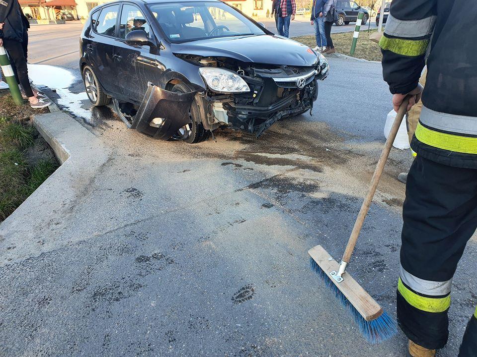 Zderzenie dwóch aut w Mucharzu