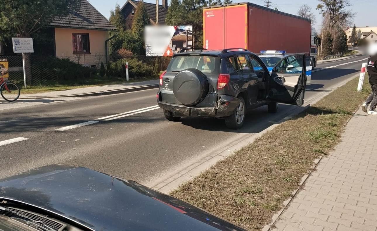 Kolizja na krajówce, zderzenie dwóch samochodów