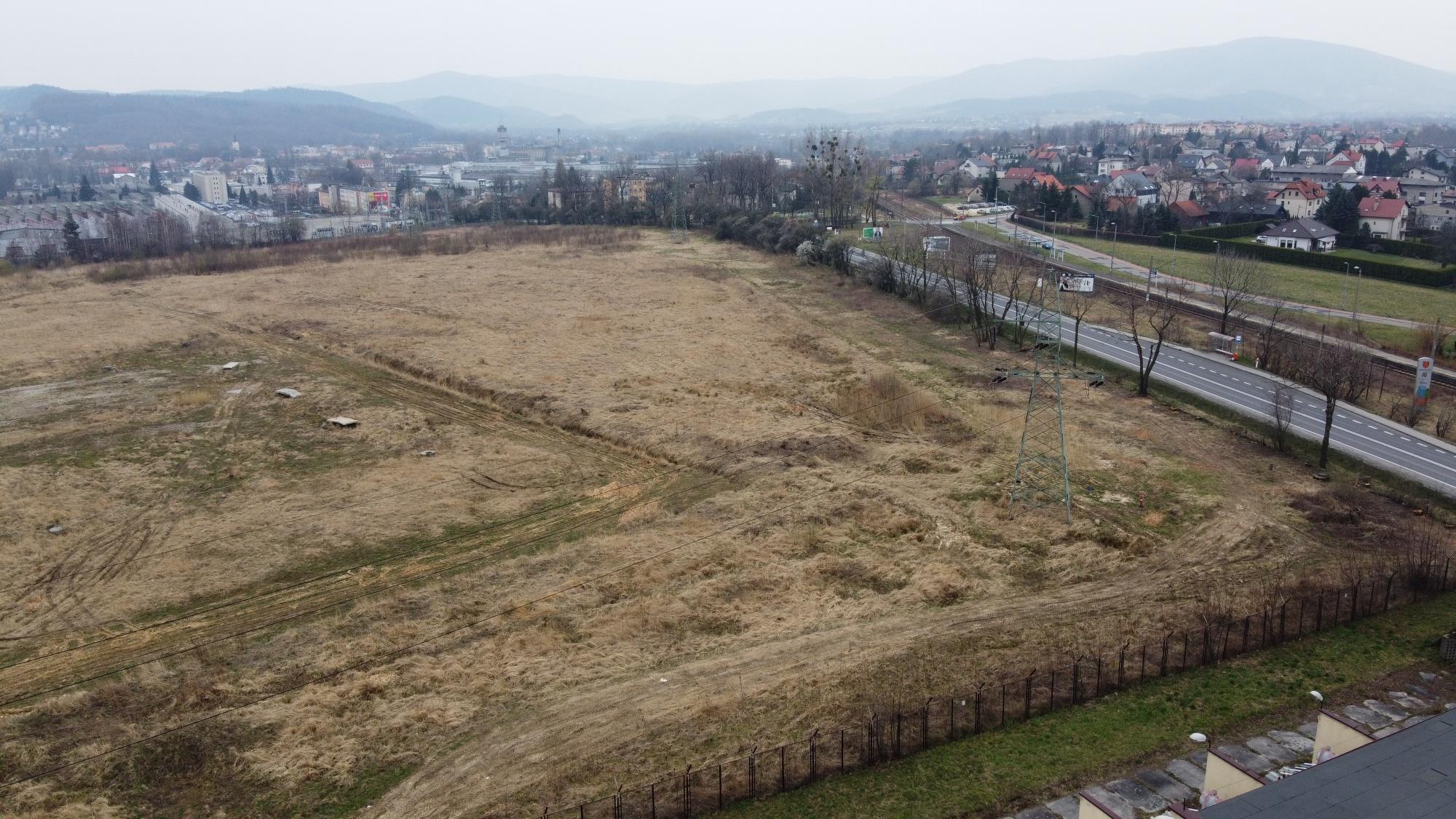 Czyszczą teren pod budowę galerii handlowej