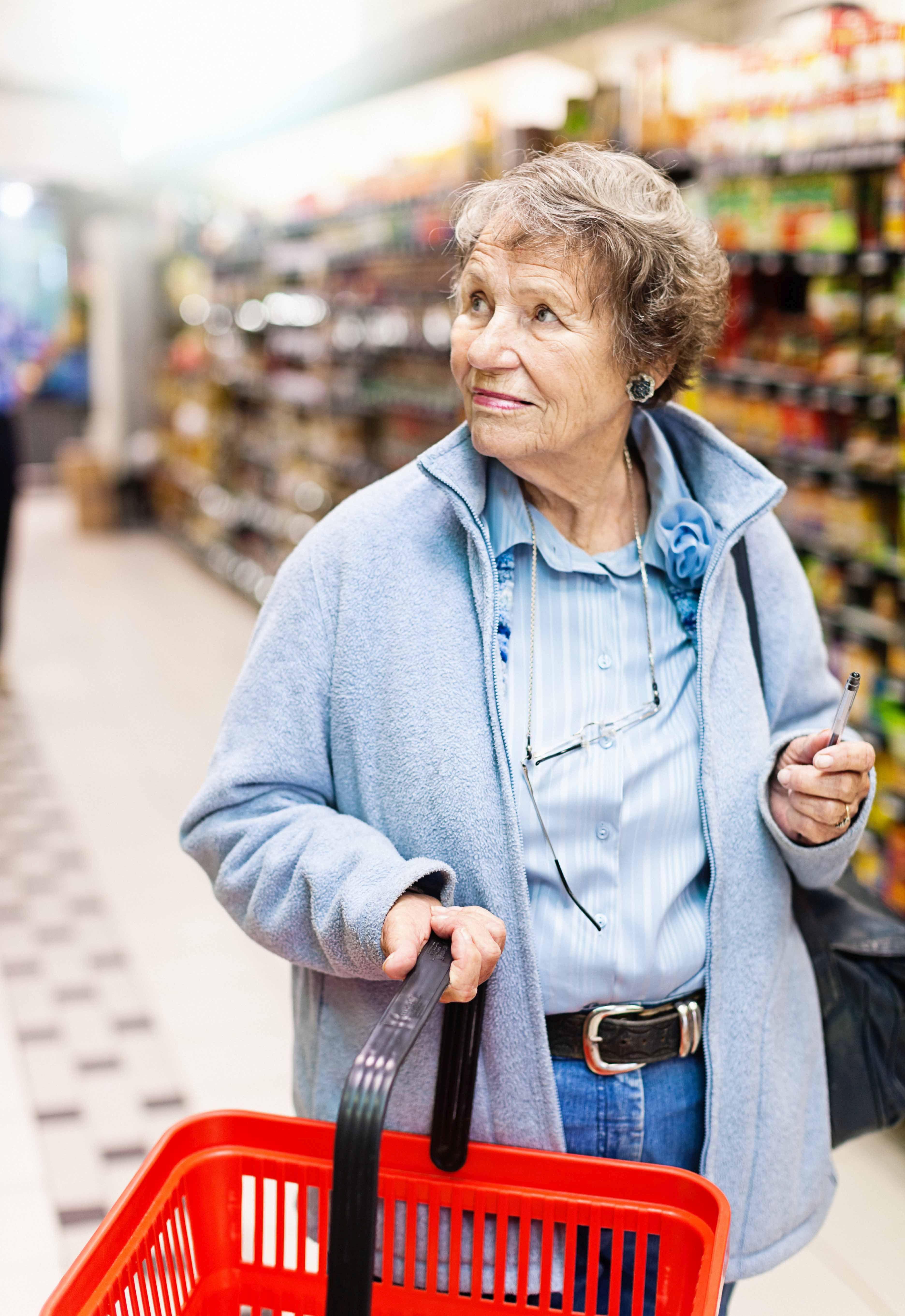 Biedronka i Tesco wprowadzają udogodnienia dla seniorów