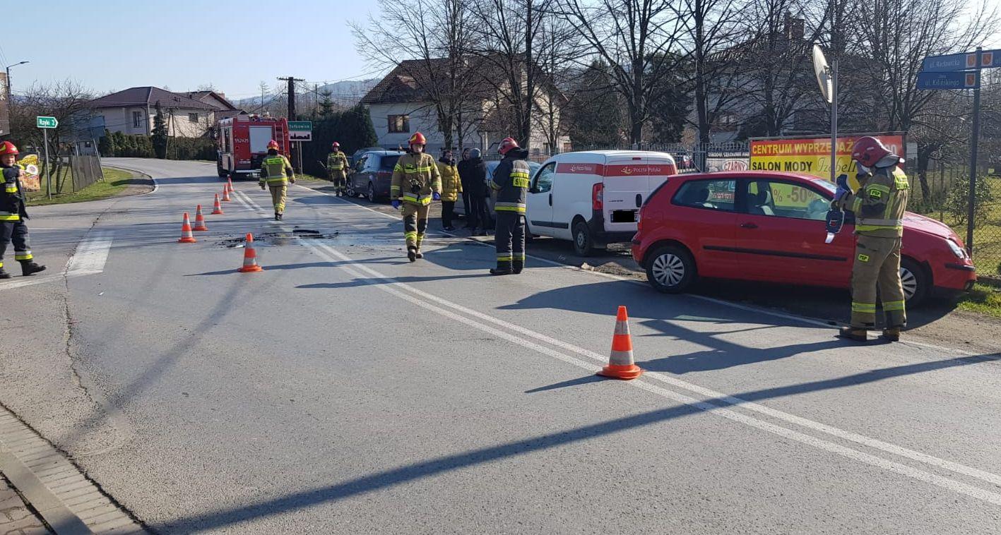Zderzenie na skrzyżowaniu na drodze Andrychów - Sułkowice