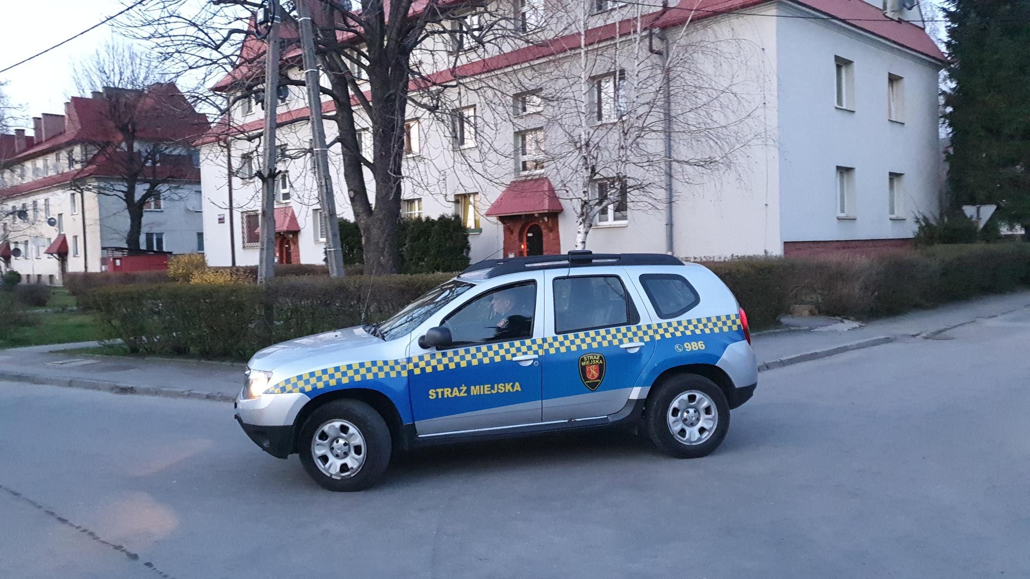 Straż Miejska jeździ po Andrychowie i nadaje komunikaty [VIDEO]