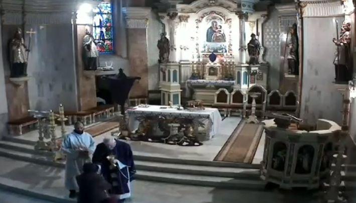 W kościele w Andrychowie nie potrafią dostosować się do przepisów?