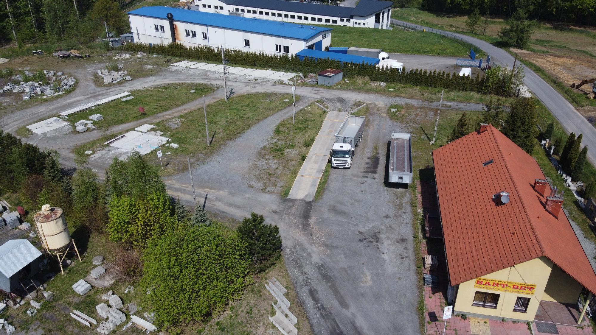 Do sprzedania działka usługowa z budynkiem w Inwałdzie