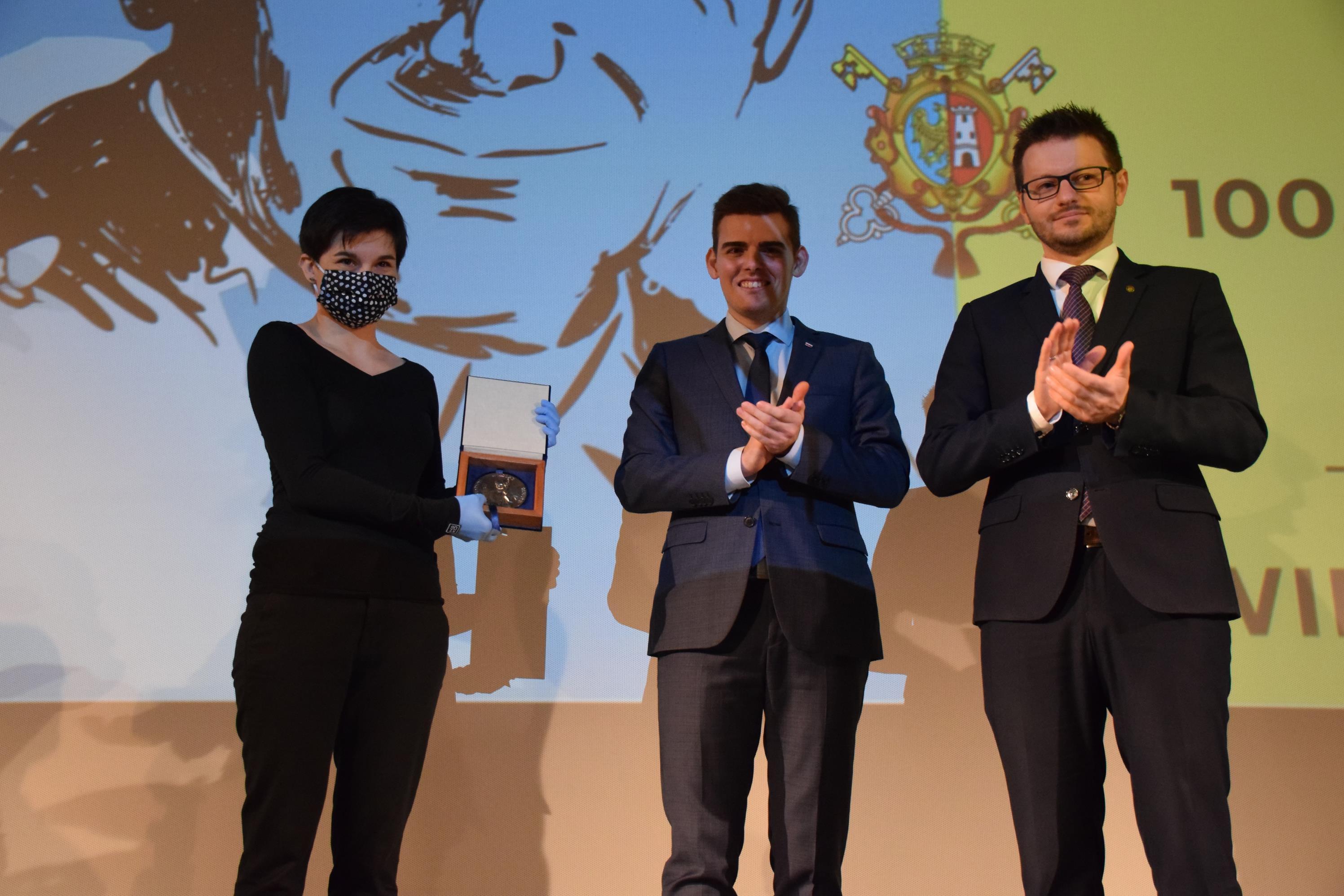Podczas uroczystej sesji wręczono medale dla zasłużonych [FOTO]