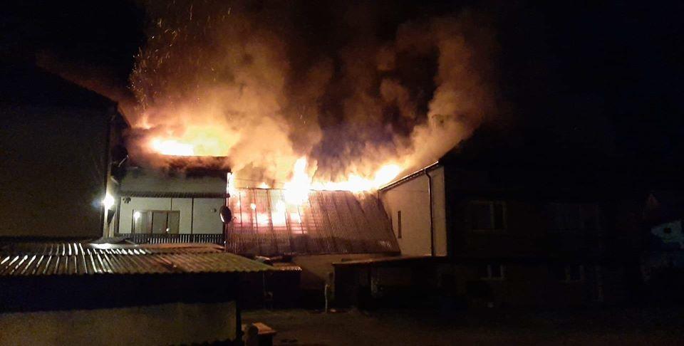 Kilkudziesięciu strażaków walczyło z olbrzymim pożarem