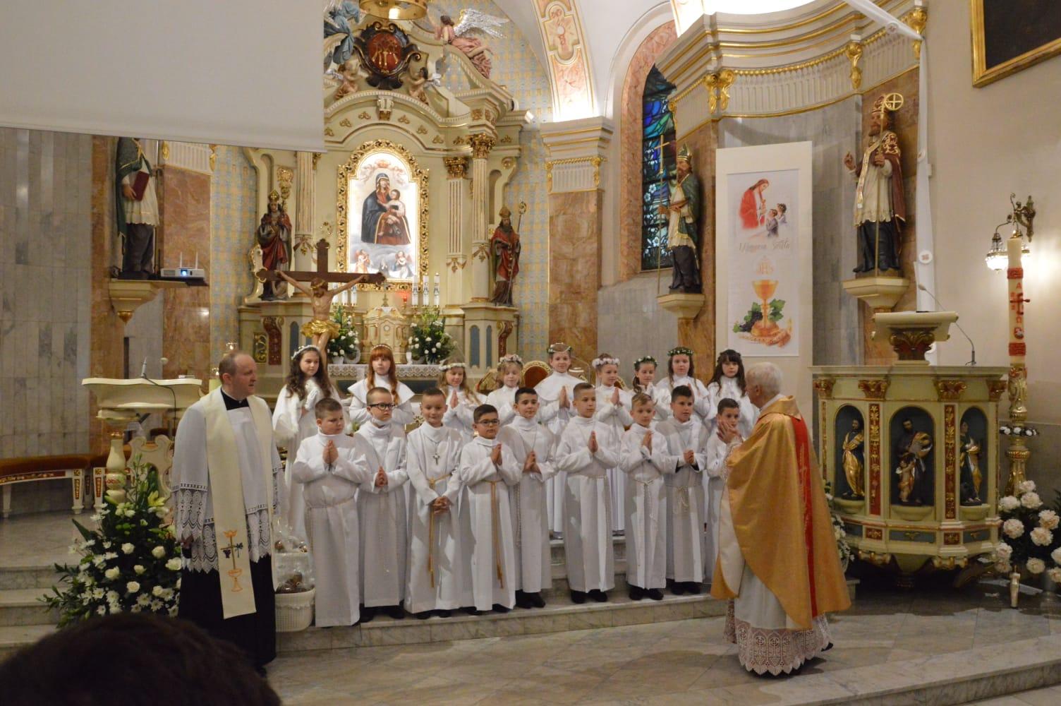 Uroczystości komunijne w parafii w Andrychowie tym razem w czerwcu [FOTO]