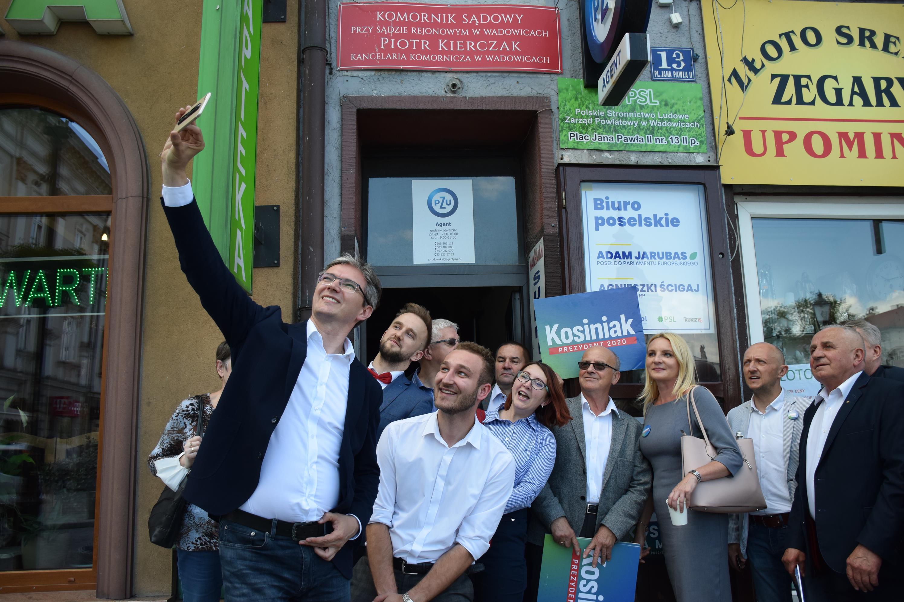Posłowie PSL-u otworzyli nowe biuro na rynku w Wadowicach