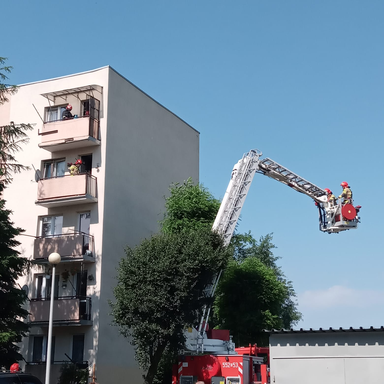 Niebezpieczeństwo nad głowami, interweniowali strażacy