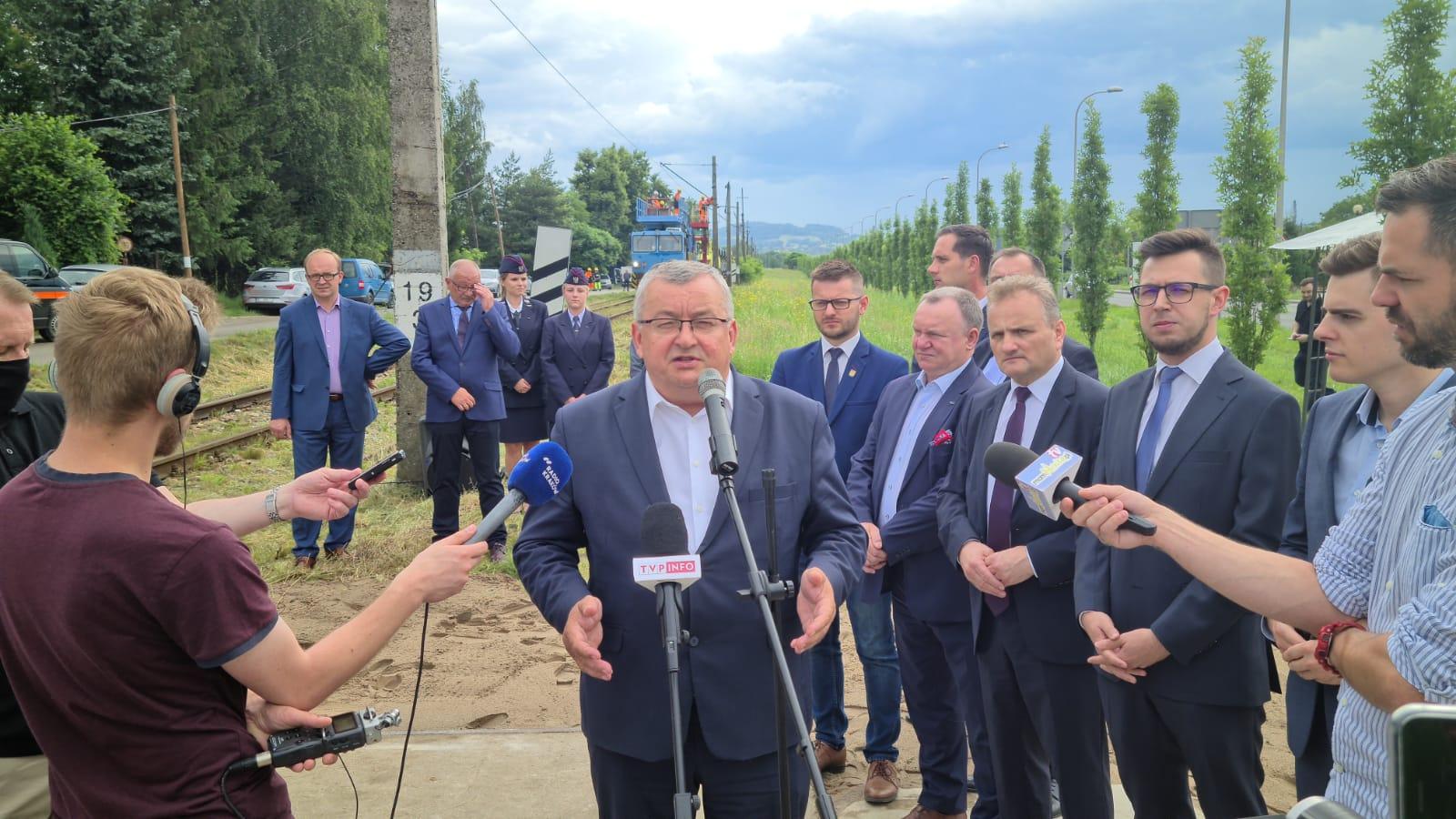 Minister na oficjalnej inauguracji remontu linii kolejowej Wadowice - Andrychów