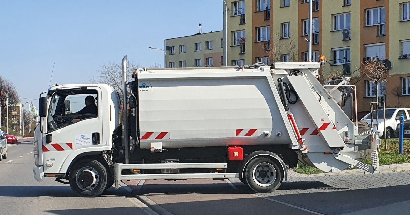 UWAGA! Urzędnicy z Andrychowa sprawdzą, jakie śmieci mieszkańcy wrzucają do pojemnika