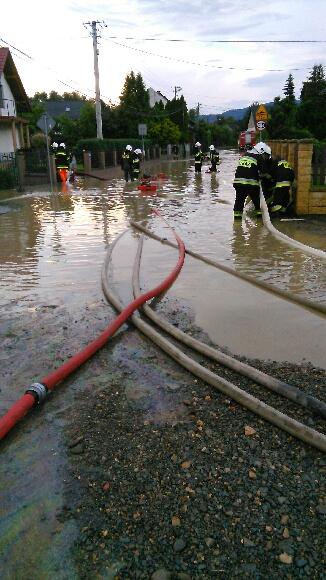 Burza i deszczowa nawałnica dała się we znaki, strażacy interweniują [FOTO] [AKTUALIZACJA]