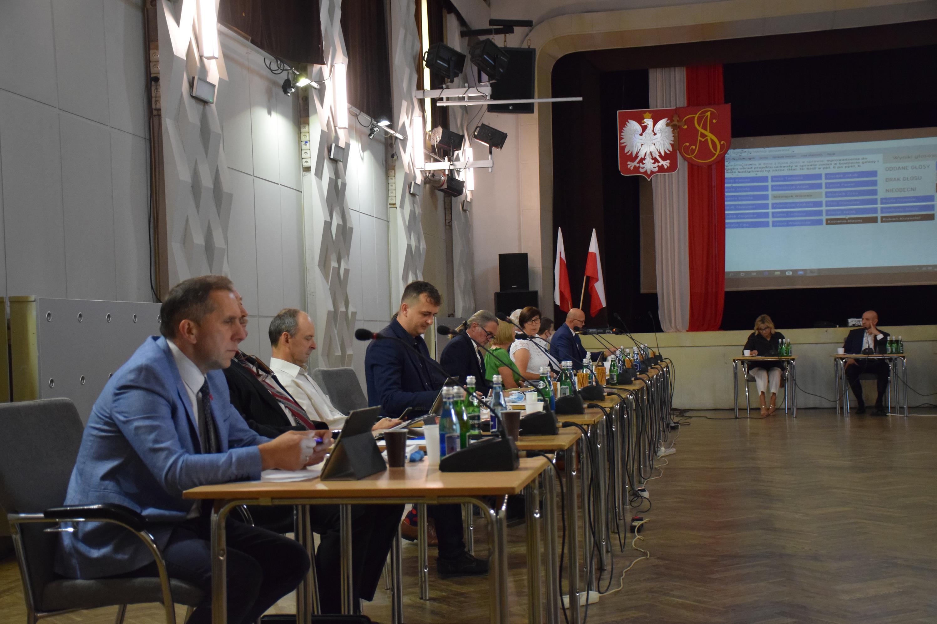 Radni obradują w domu kultury nad stanem gminy i wotum zaufania dla burmistrza