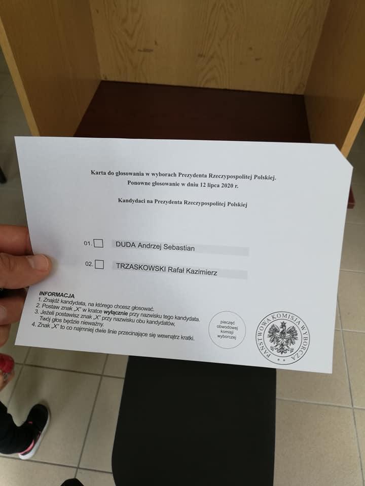 Karta do głosowania bez pieczęci. Tak nie powinno być!