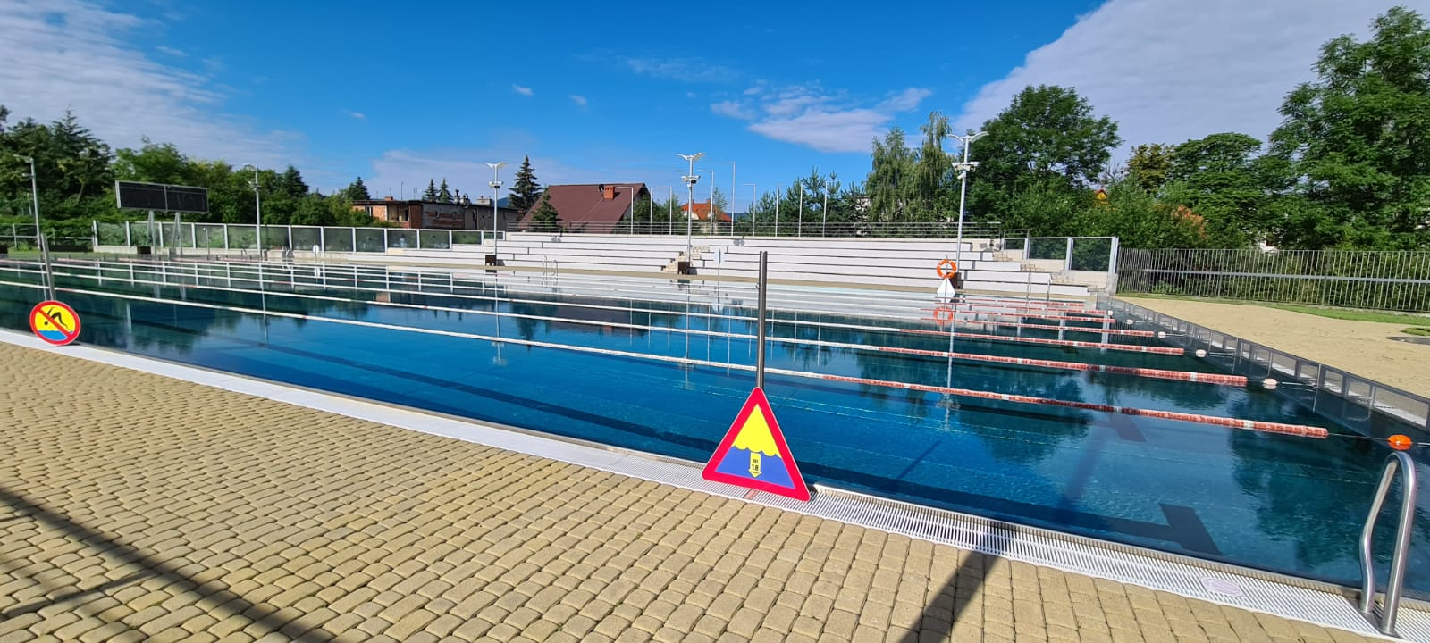 Nowy cennik, limit osób i krótszy sezon, czyli basen w Andrychowie w te wakacje [VIDEO]