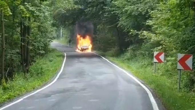 Na drodze przez Przełęcz Kocierską spłonął samochód