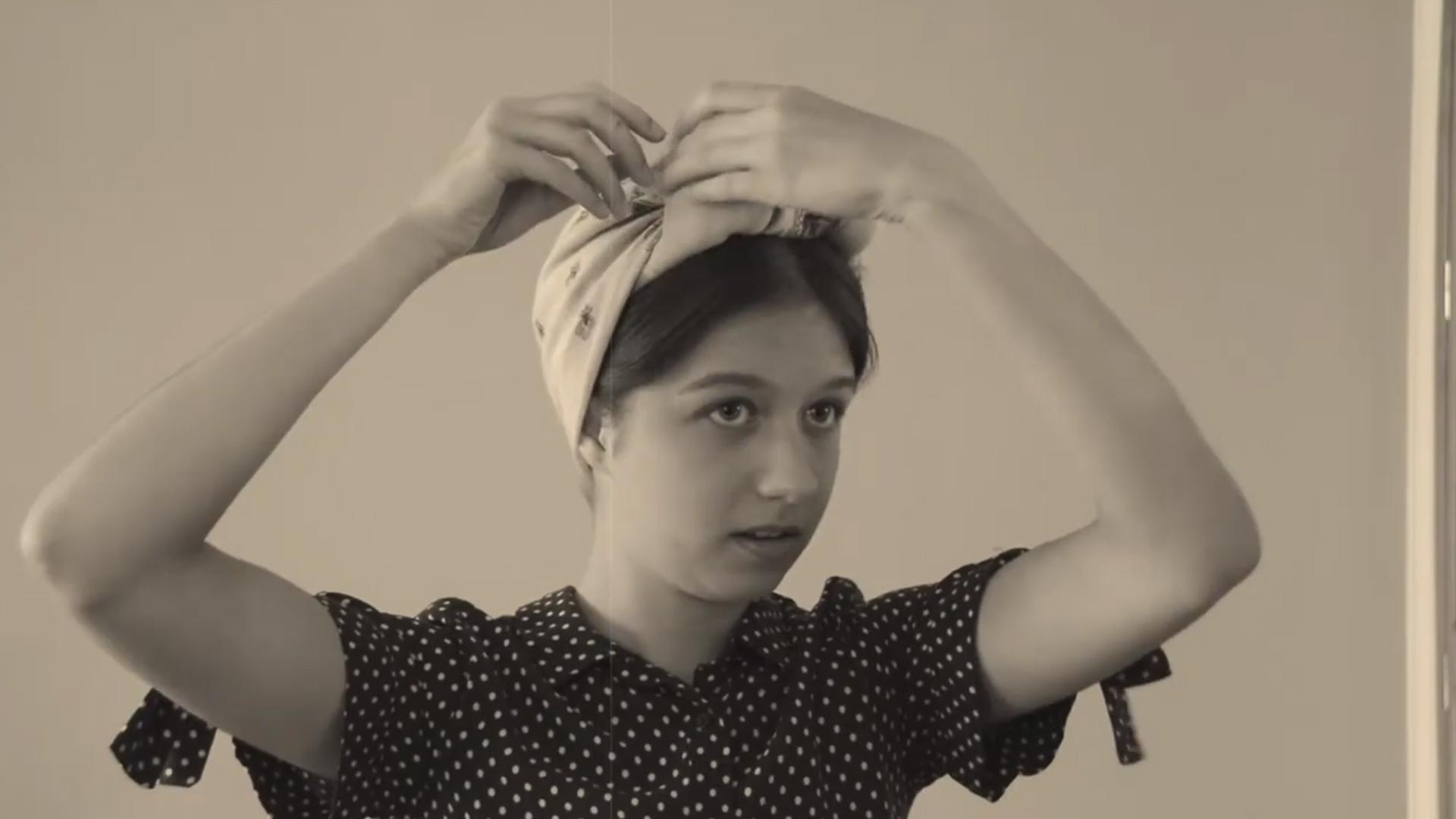 Kinga i Oliwia promują fryzury z lat czterdziestych XX wieku. Wróci moda?