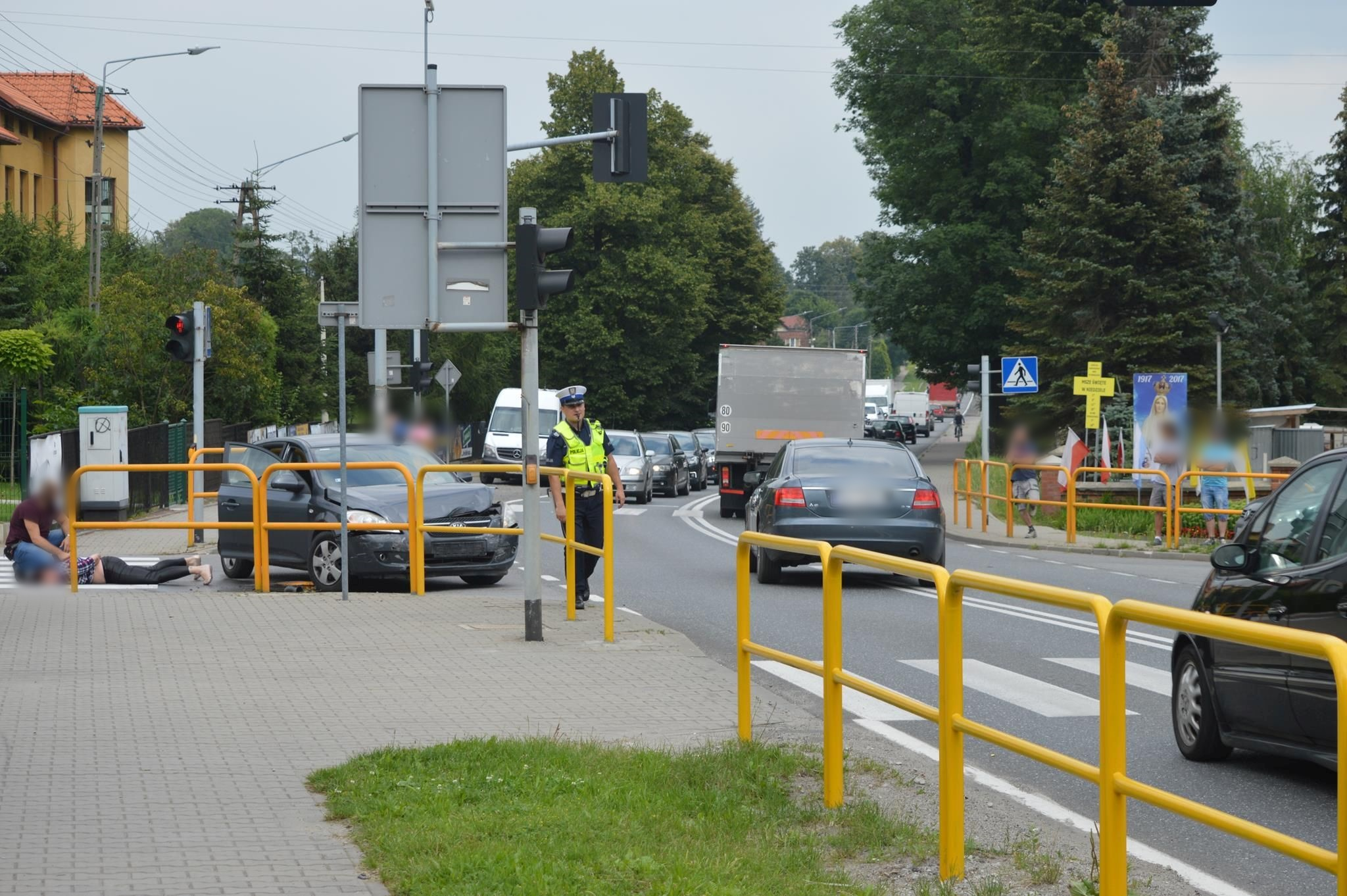 Pościg, zderzenie z policyjnym autem. Co się dzieje? [FOTO]