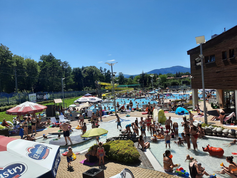 Skoro upał - to tłumy na basenie w Andrychowie