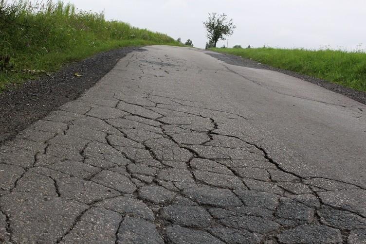 Naprawią kilka dziurawych dróg