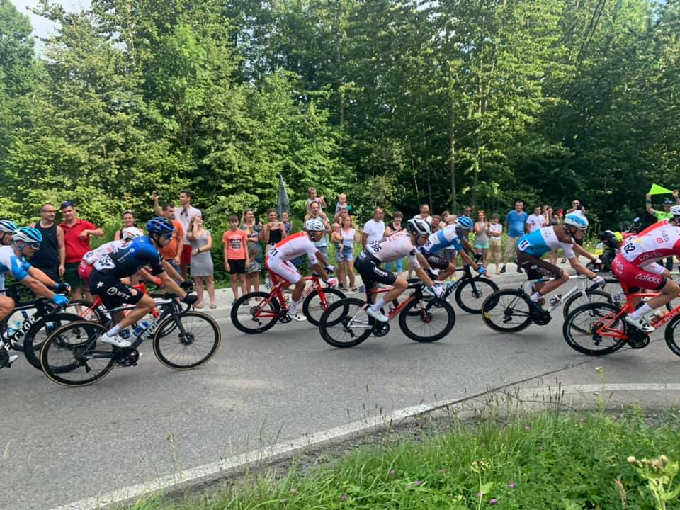 Setki osób kibicowały kolarzom podczas ostatniego etapu Tour de Pologne