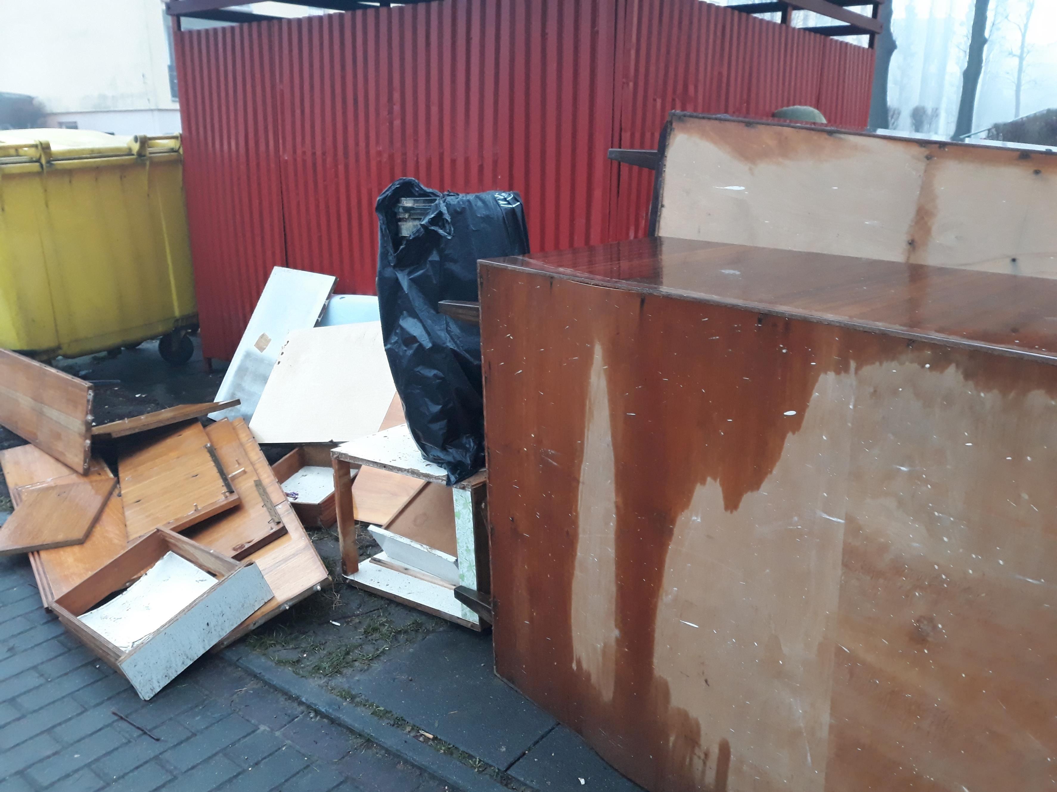 Burmistrz w końcu ogłosił akcję wywozu odpadów