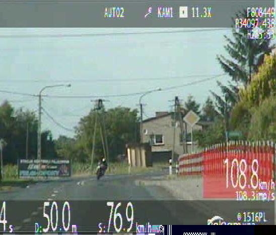 Trzech motocyklistów i czterech kierowców samochodów straciło prawa jazdy za nadmierną prędkość