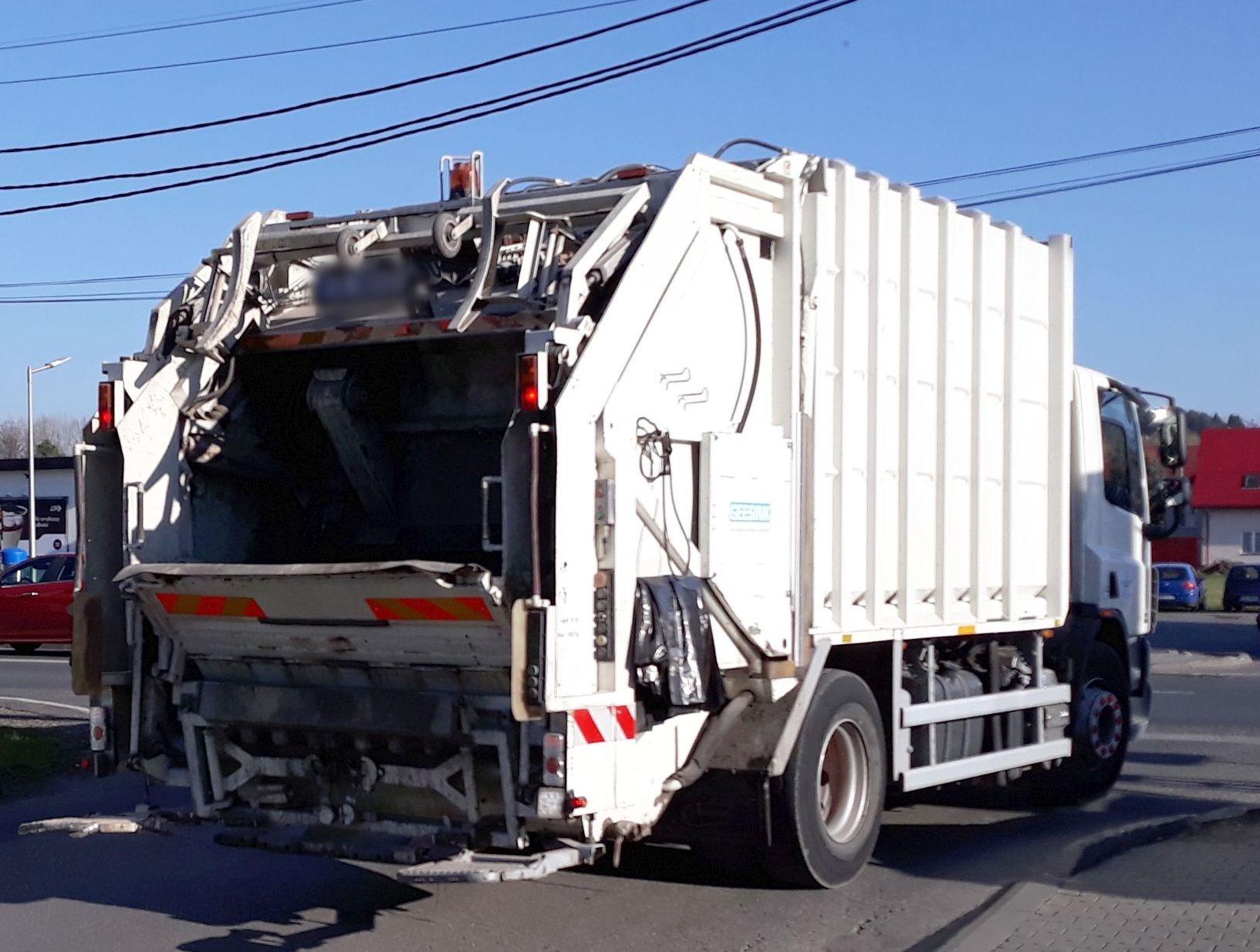 Wypadek z udziałem śmieciarki w Andrychowie