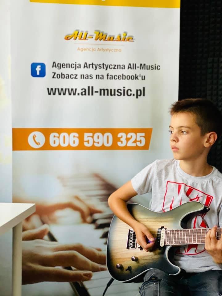 Zapraszamy na lekcje gry na Gitarze, Ukulele i Pianinie w Andrychowie