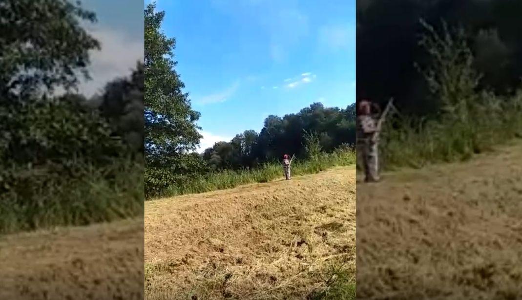 Uwaga! Przy drodze strzelają do kaczek. Jest nerwowo [VIDEO]