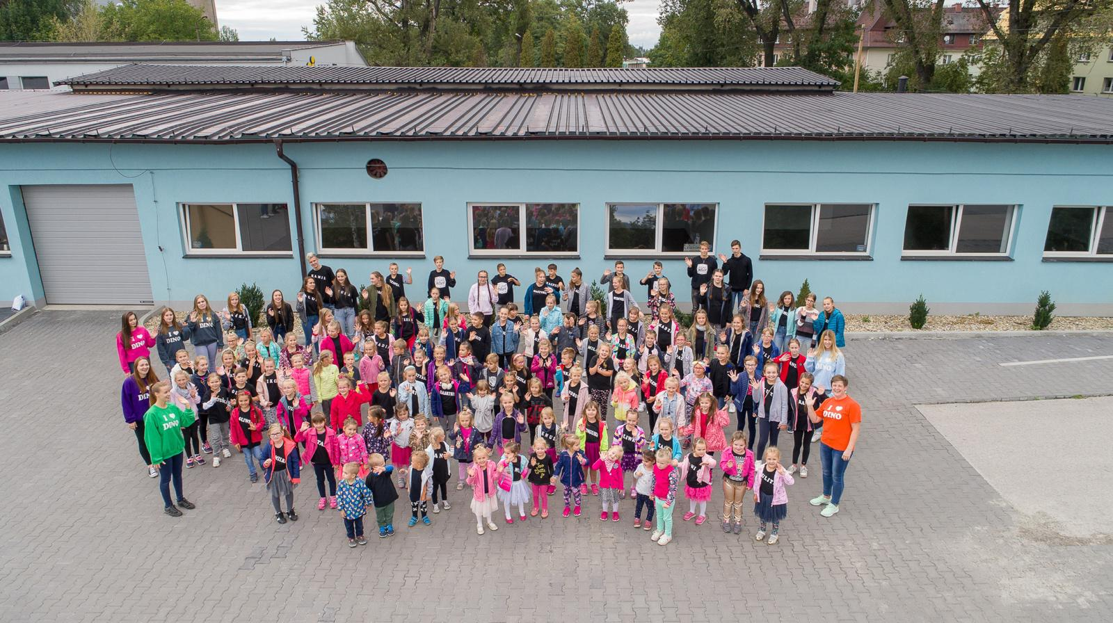 """Ruszył 29 Sezon Artystyczny REWII DZIECIĘCO-MŁODZIEŻOWEJ """"DINO"""" z Andrychowa!"""