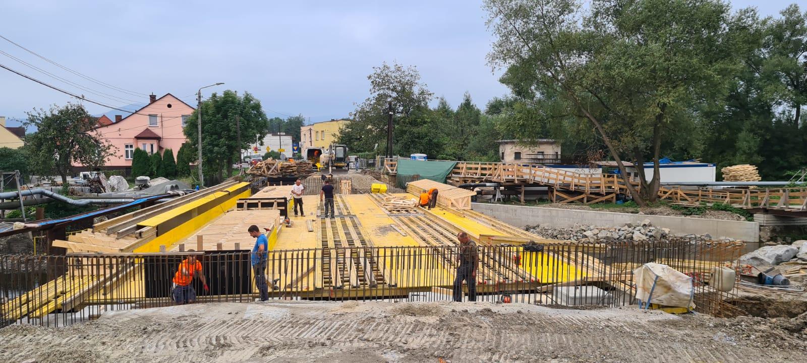 Powoli rośnie nowy most w Andrychowie [FOTO]