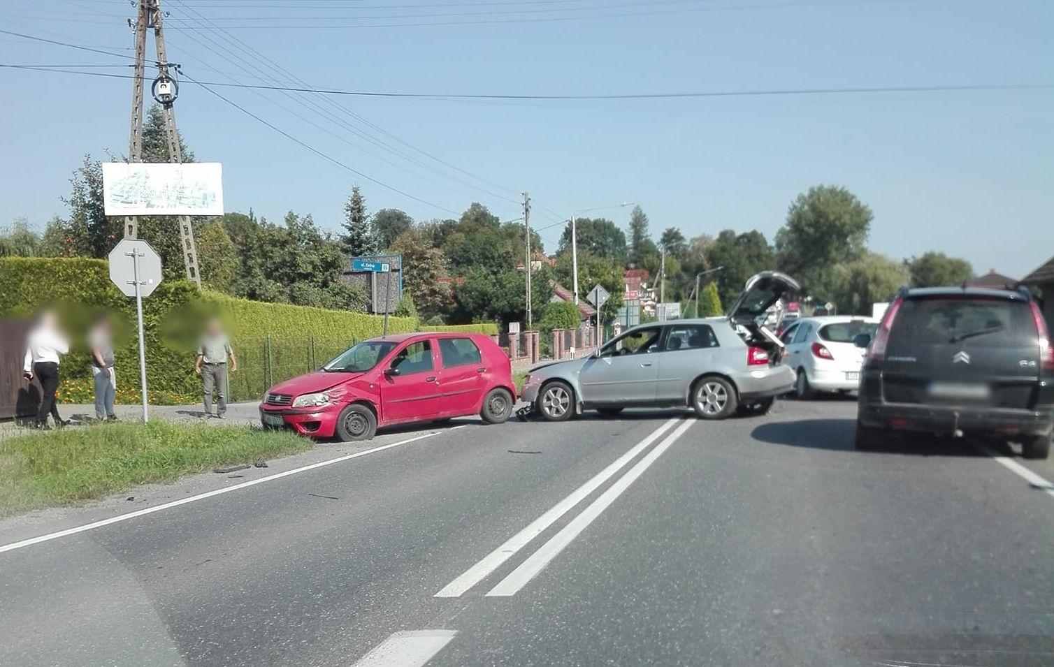Zderzenie trzech samochodów w Inwałdzie