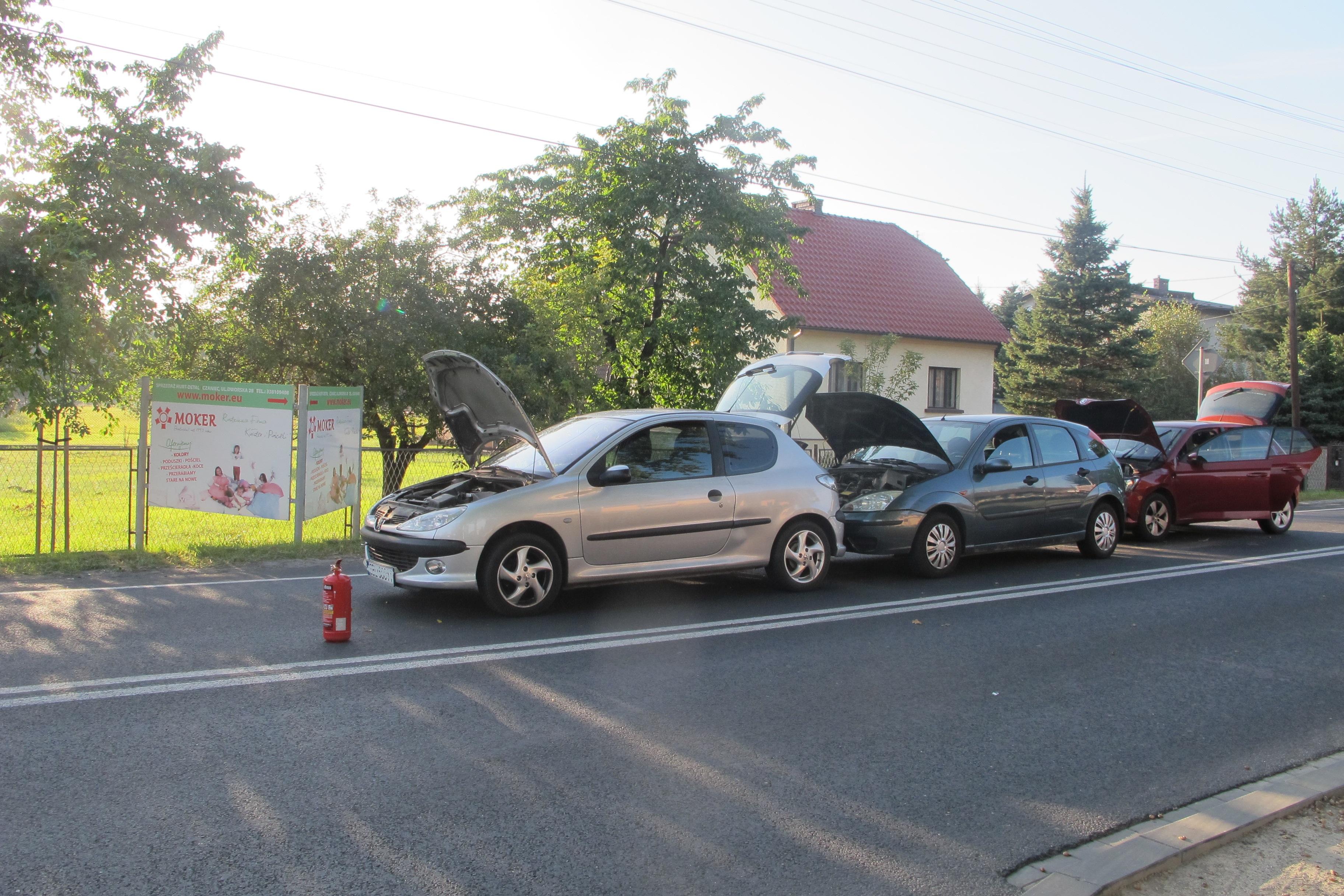 Kolizja z udziałem czterech aut, jedna osoba trafiła do szpitala