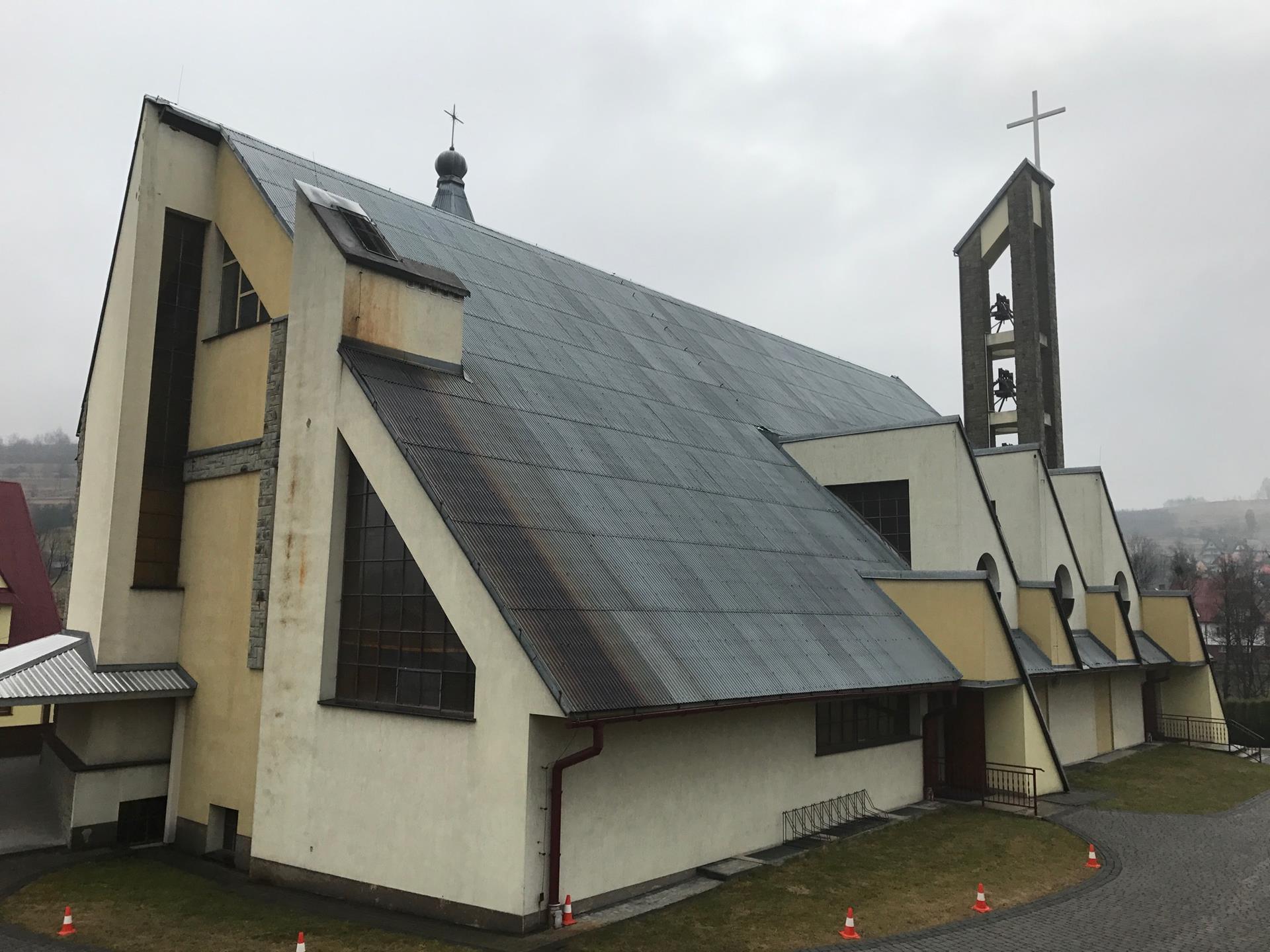 Sanepid prosi o kontakt osoby, które spowiadały się lub przyjmowały komunię w dwóch kościołach [AKTUALIZACJA]