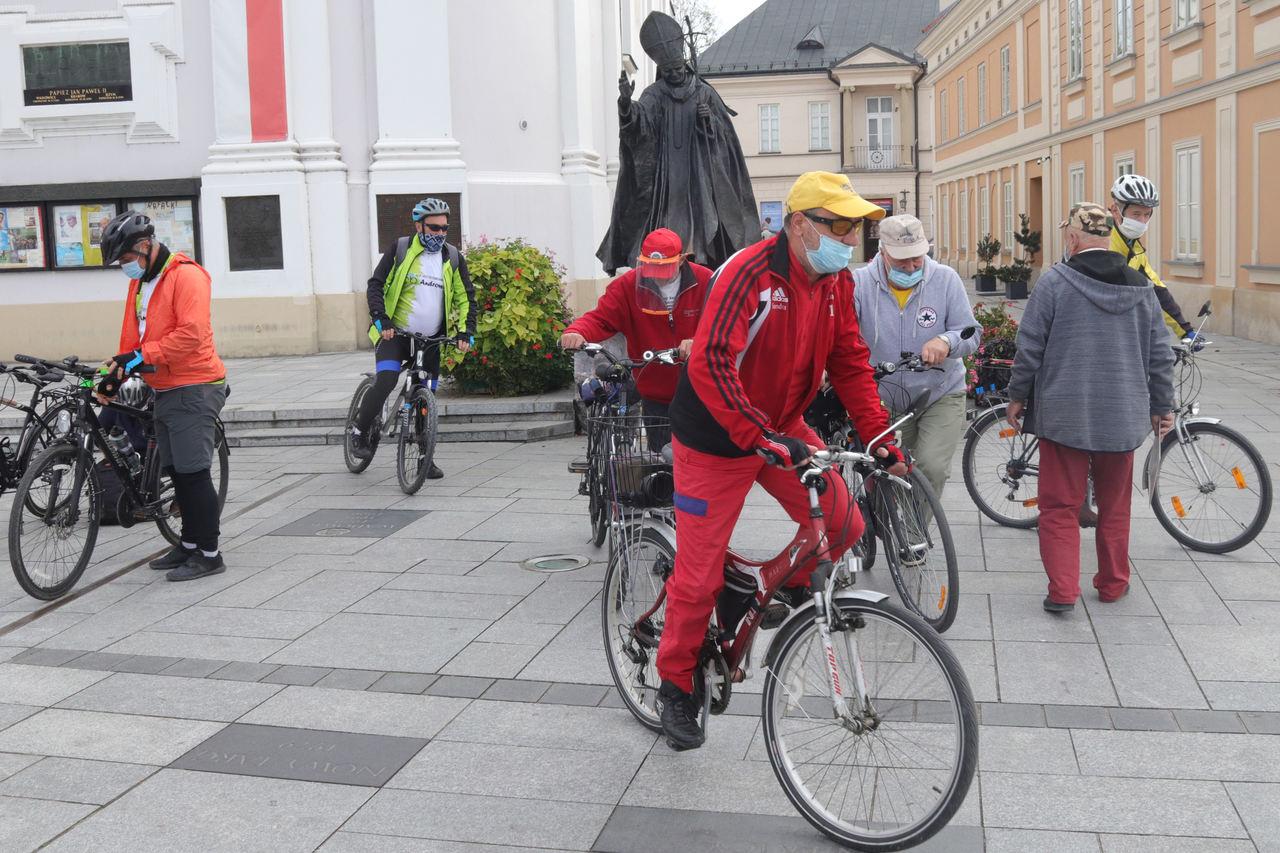 Przejechali dla papieża 42 km