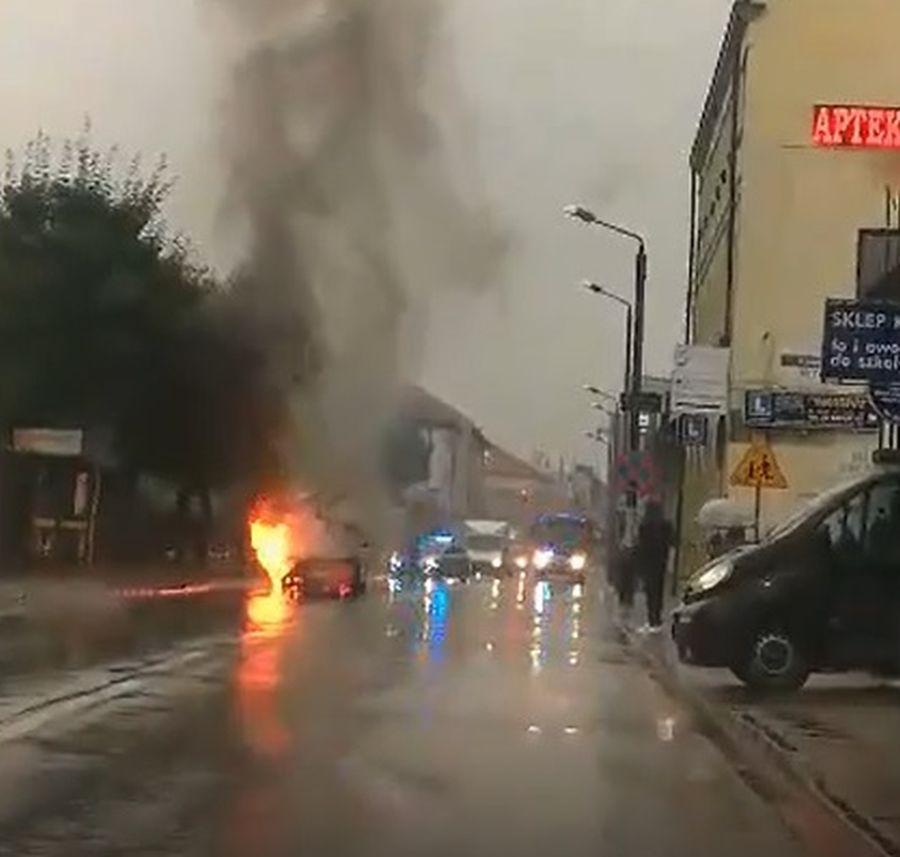 Pożar samochodu na Sobieskiego [AKTUALIZACJA]