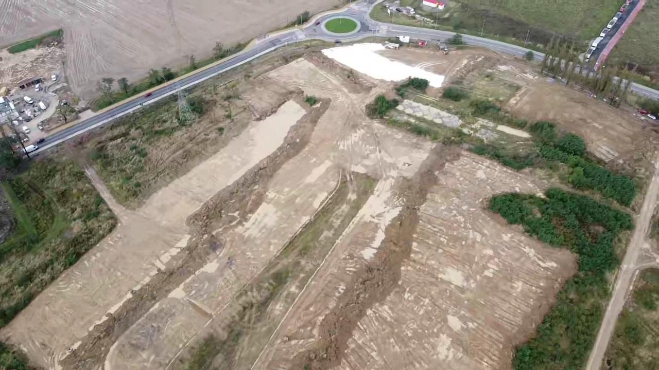 Rozkręcają się prace na placu budowy galerii handlowej w Andrychowie