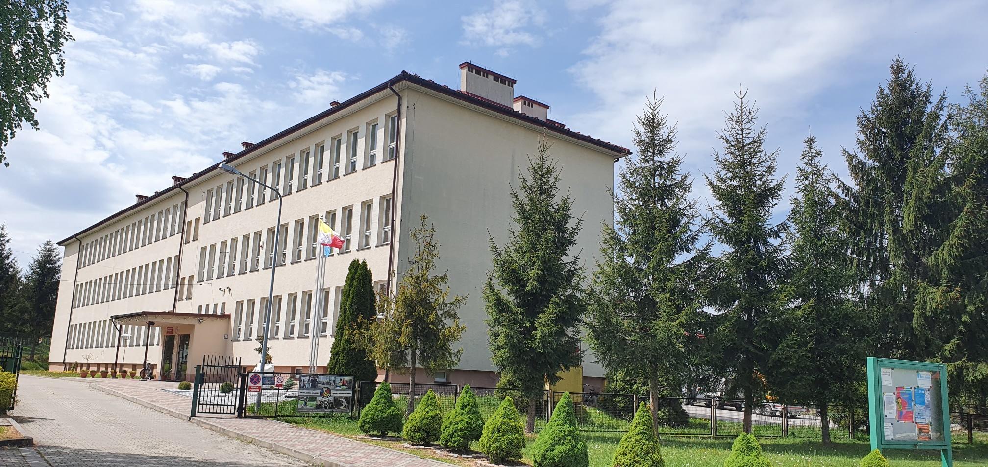 Po spotkaniu dyrektorów szkół z władzami gminy: szkoła we Frydrychowicach zamknięta