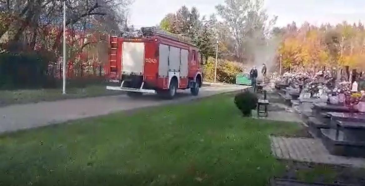 Pożar na cmentarzu w Andrychowie. Trzeba uważać