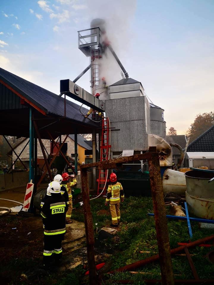 Rano strażacy ruszyli do akcji, pożar silosa