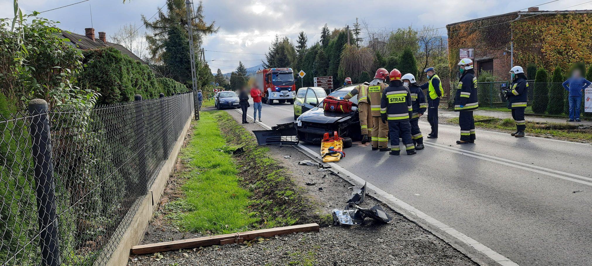 Poważne zderzenie samochodów na Beskidzkiej [FOTO]