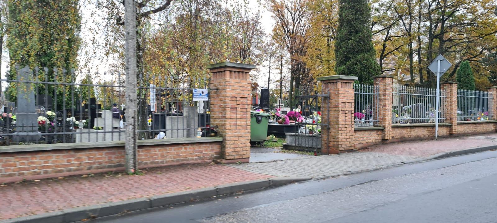 Cmentarze ponownie otwarte. Wiadomo po ile rząd skupi chryzantemy